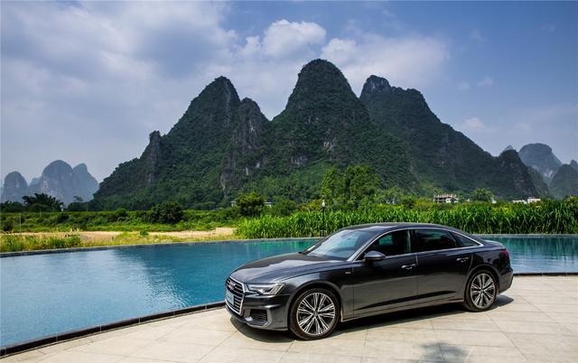 中大型豪华轿车,十月售出15,427辆,轴距3024mm,6.6秒破百