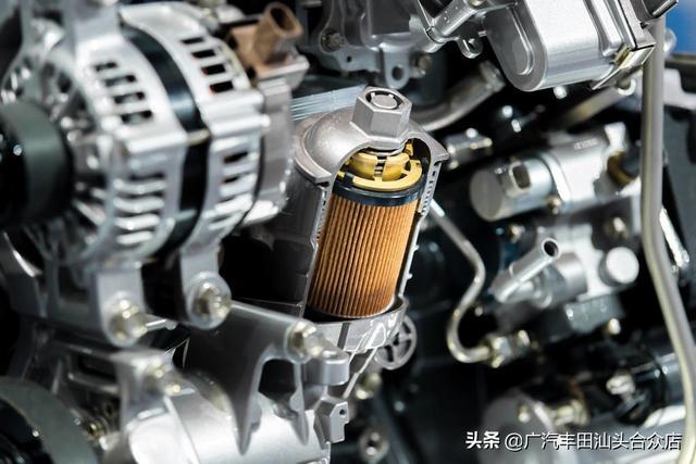 毁车大作战,机油这么加,能使发动机早点坏!