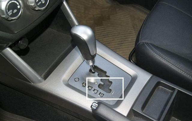 用D挡上长坡,行驶动力不足,该如何换挡?老司机来告诉你答案